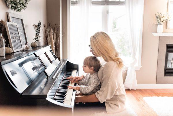 Eltern Kind Musik Instrument Üben
